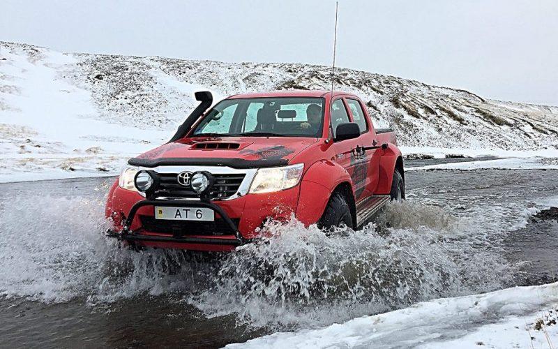 """Ein """"Arctic Truck"""" in Island. An der Tür ist gerade die 360°-Kamera Kodak SP360 montiert. Foto: Maria Menzel"""