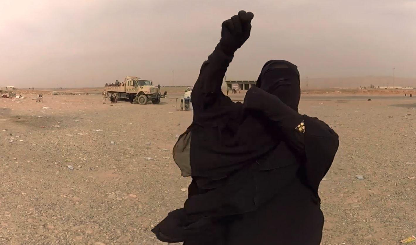 Eine Frau unmittelbar nach der Befreiung vom IS-Terror. (Quelle: Christiane Wittenbecher, IntoVR)