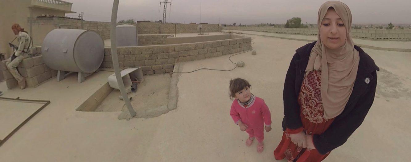 Duda beim 360°-Interview auf dem Dach ihrer provisorischen
