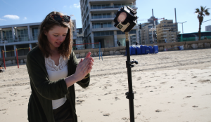 Maria Menzel bei Dreharbeiten in Israel