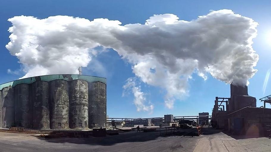 Hier wird das Koks abgekühlt - der enorme Wasserdampf hüllt das ganze Werk ein