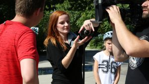 Christiane Wittenbecher erklärt Tim Gailus (und der TV-Kamera), was man beim 360°-Dreh beachten muss.