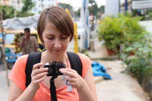 Angela Kea bei den Dreharbeiten in Indien