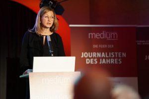 Journalistin Silke Burmester bei der Laudatio der Kategorie Entrepreneur bei den Journalisten des Jahres 2017