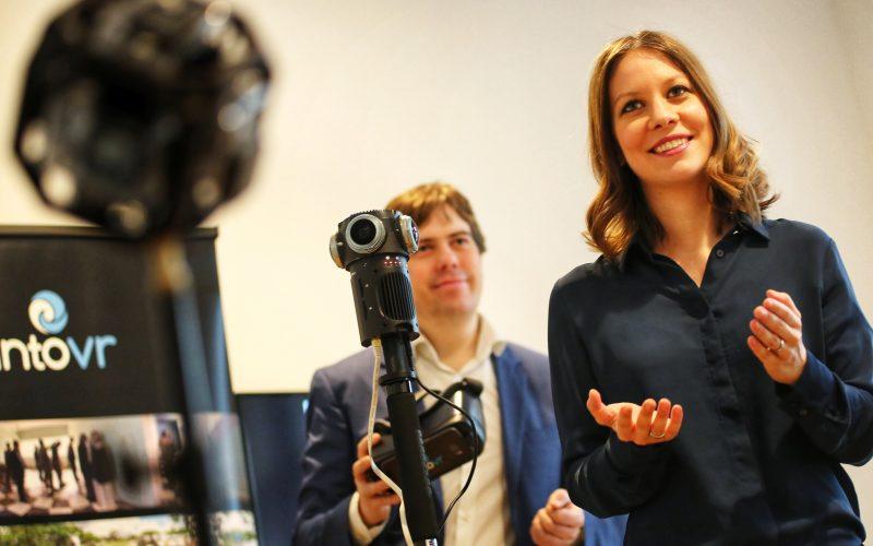 Konzeption, Kameras, Storytelling, Schnitt, Präsentation. Auch als Dozenten und Trainer viel unterwegs: hier Susanne Dickel und Martin Heller