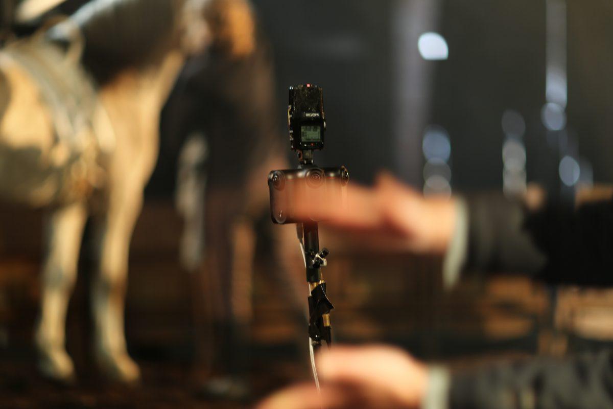 Bild und Ton werden später synchronisiert. Im Bild Die Kamera Kandao Obsidian S sowie zwei Mikrofone, unterhalb der Kamera ein Core Sound Tetramic-Ambisonics Mikrofon.