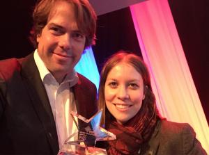 Die IntoVR-Gründer Susanne Dickel und Martin Heller mit dem Photokina Motion Picture Award in Köln.