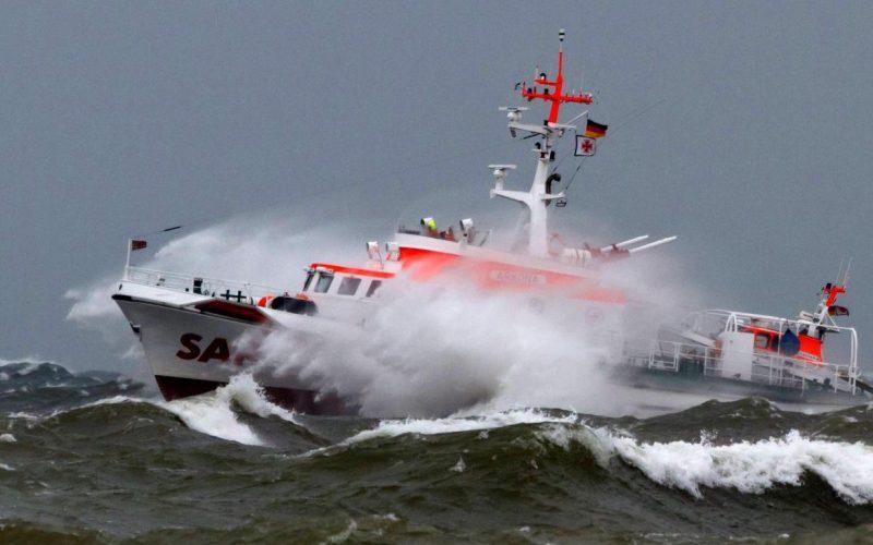 Seenotrettungskreuzer ARKONA mit Tochterboot CASPAR der Deutschen Gesellschaft zur Rettung Schiffbrüchiger (DGzRS)