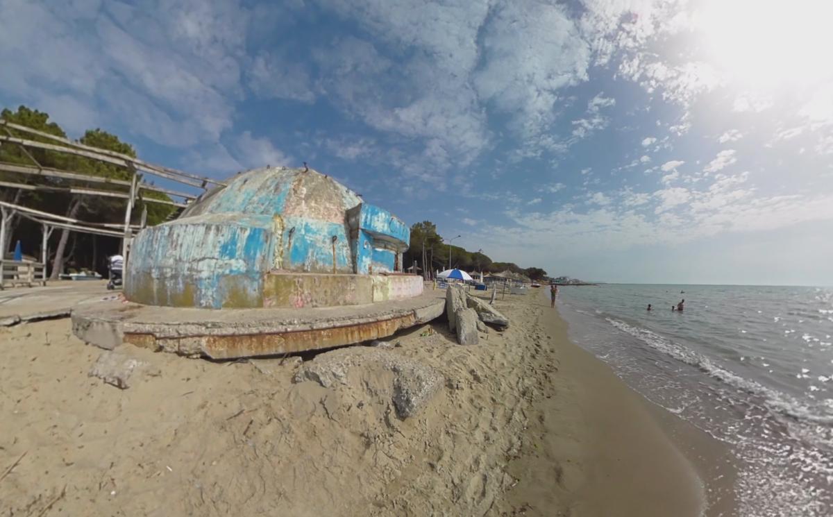 Bunker am Strand in Albanien