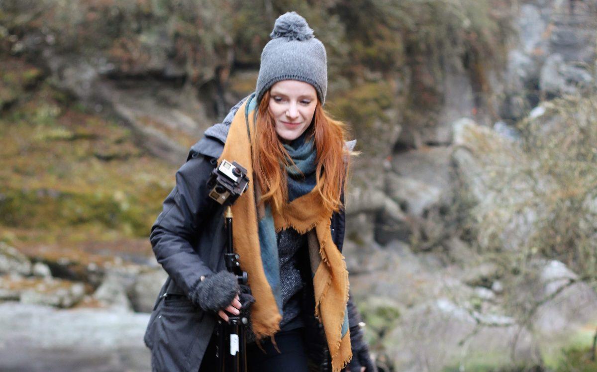 IntoVR-Autorin Christiane Wittenbecher beim Dreh im Himalaya
