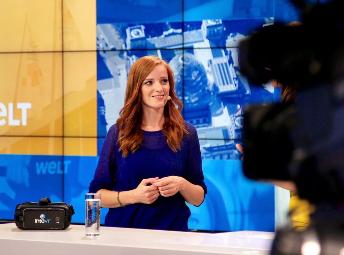IntoVR-Autorin Christiane Wittenbecher am WELT-Stand bei der IFA 2018 über VR-Storytelling