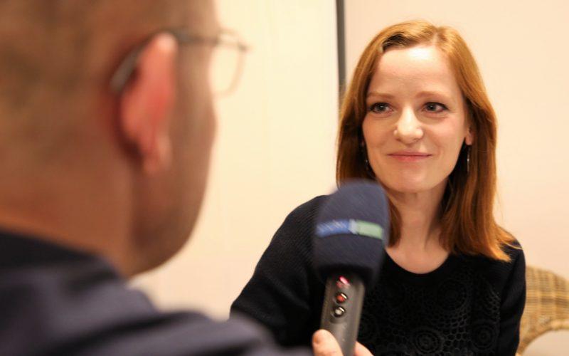 Stephan Schulz (links, MDR) interviewt IntoVR-Autorin Christiane Wittenbecher. (Foto: Susanne Dickel, IntoVR)