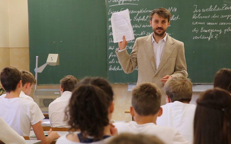 Patrick Kunze übernahm die Rolle des Lehrers in der DDR-Schule.