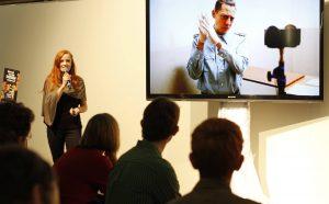 Christiane Wittenbecher erklärt als Gast auf Veranstaltungen regelmäßig, wie 360°-Filme im Journalismus und in der professionellen Kommunikation wirken können. Und wie sie produziert werden.