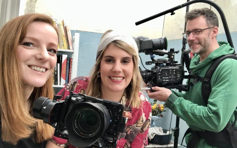 IntoVR-Autorin Christiane Wittenbecher, TV-Köchin Felicitas Then und Kameramann Markus Müller (v.l.n.r.)