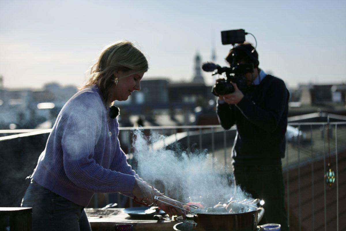 Auf der Dachterrasse: Videojournalist Clemens Himke, Into VR & Video GmbH (Quelle: Martin Heller, IntoVR.de)