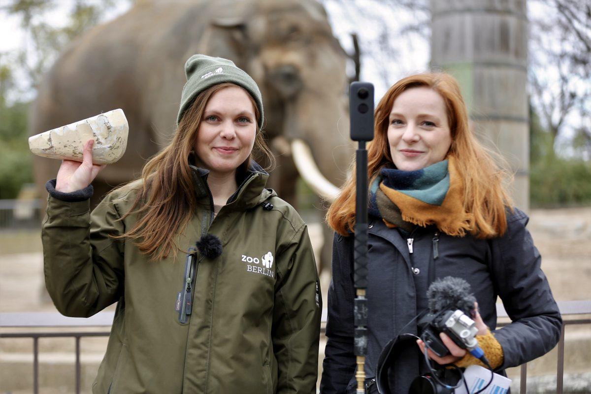 Biologin Svenja Eisenbarth und IntoVR-Chefin Christiane Wittenbecher im Zoo.