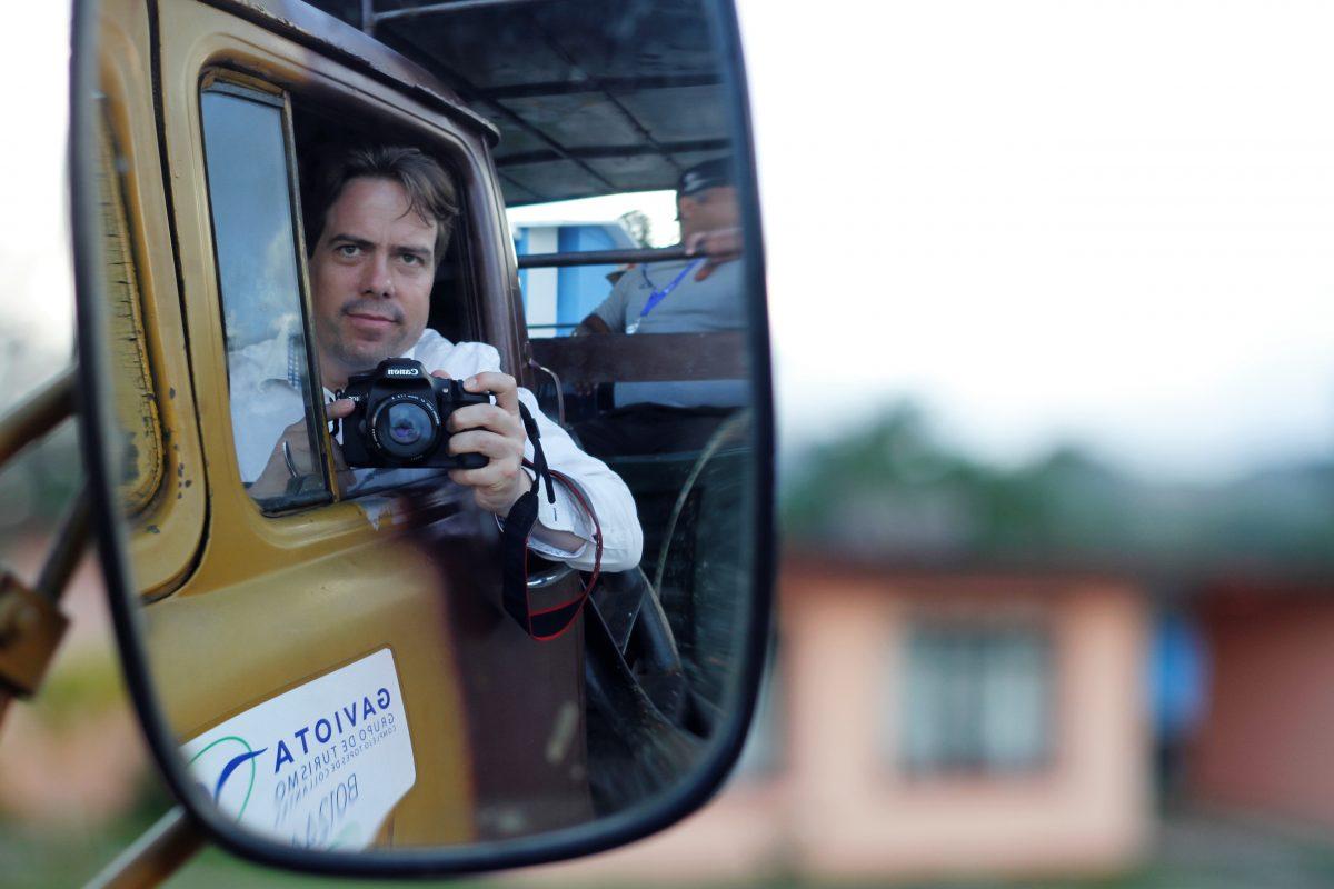Journalist Martin Heller bei Dreharbeiten auf der Insel Kuba