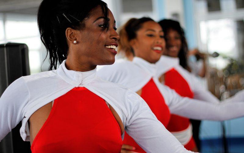 Kuba wirbt um Touristen: Tänzerinnen auf der Cayo Guillermo im Norden des Landes