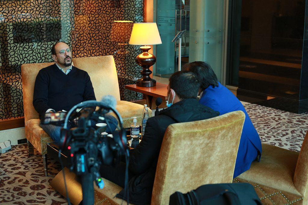 In der Hotellobby in Baku dreht unser VJ ein Interview